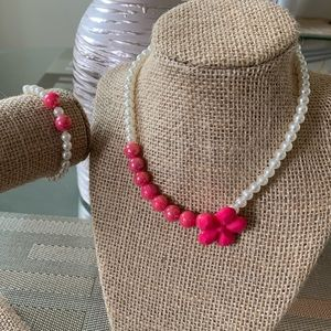 👶5/$25 Pink and White Flower Bead Necklace Set